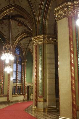 Säulenkunst im Ungarischen Parlament