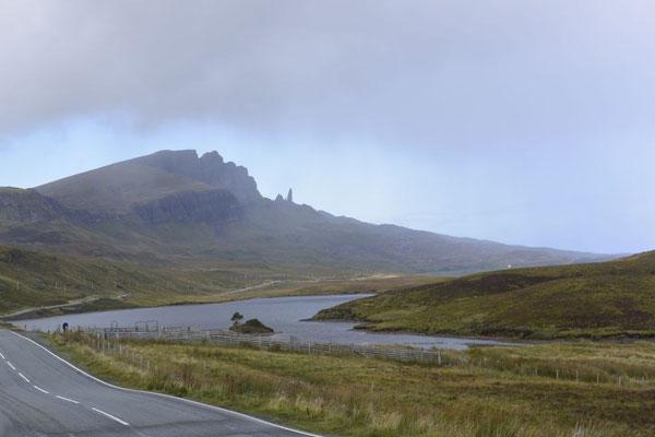 Old man of Storr (Bodach an Stòrr) - 48 Meter hohe Felsnadel, Isle of Skye, Schottland