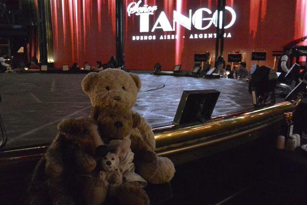 Wir - Kasimir, Cäsar, Fredi und Kerl - auf der Bühne im Señor Tango, Buenos Aires