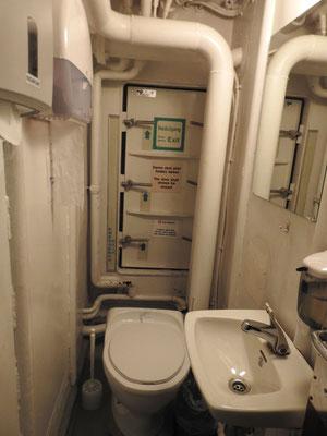 und der Notausgang mit WC