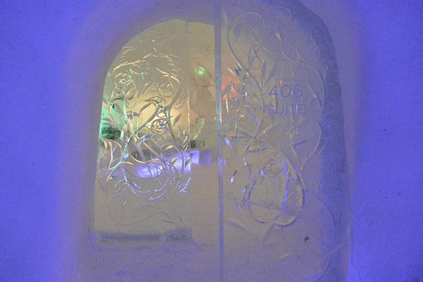 Eingang zu einer Suite im Snow Village