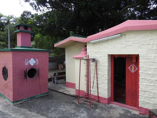 Tempel und Wünscheverbrennungsofen in Tai O