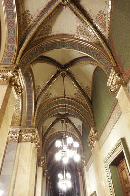 Deckenkunst im Ungarischen Parlament