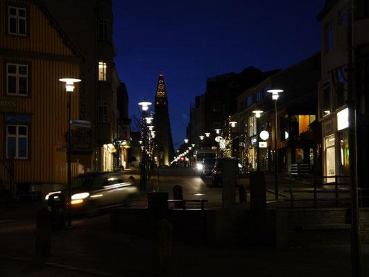 Hallgrímskirkja am späten Abend