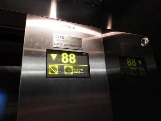 88tes Stockwerk? Aussteigen.