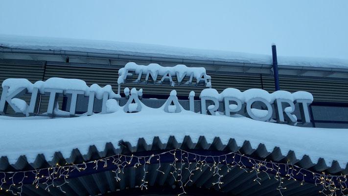 Der Kittilä-Flughafen in Lappland von außen.