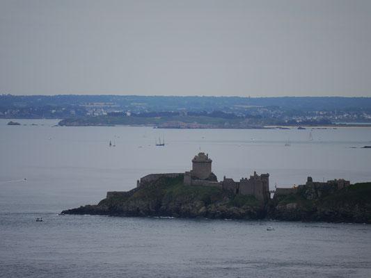 Blick vom Leuchtturm Cap Frehels auf Fort La Latte