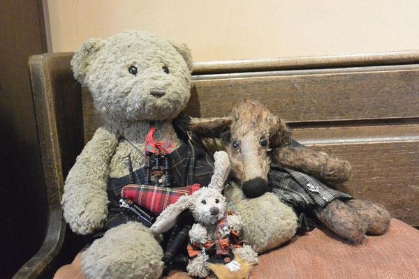 Kasimir, Cäsar und Fredi im Elephant House  in Edinburgh, Schottland