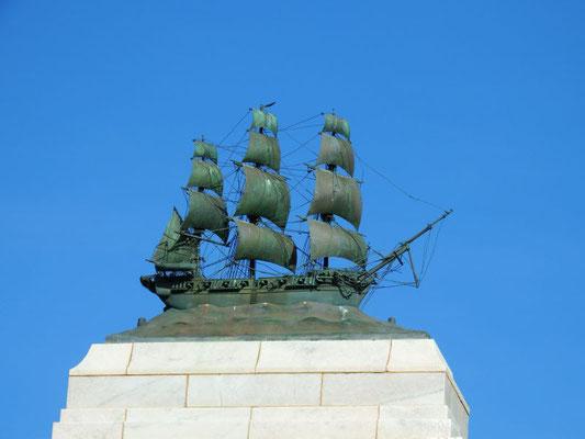 Erobererschiff am Hafen