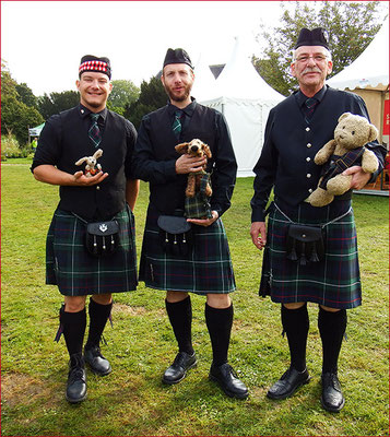 Kasimir, Cäsar und Fredi mit The Castel Pipers, Burg Linn Krefeld - British Flair, Sept. 2015