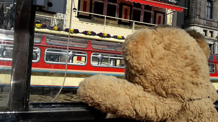 Ich, Kasimir, auf Grachtenfahrt in Amsterdam