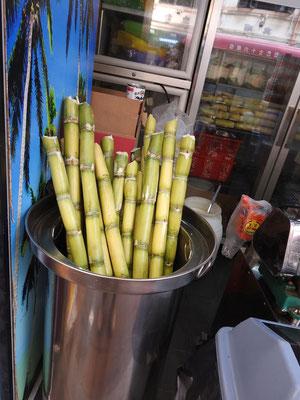 Zuckkerrohr! Wie auf Kuba - pressen und Saft genießen