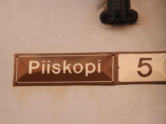 Eh ne, auf einer Straße, die so heißt, würden wir nicht wohnen wollen, wie peinlich.