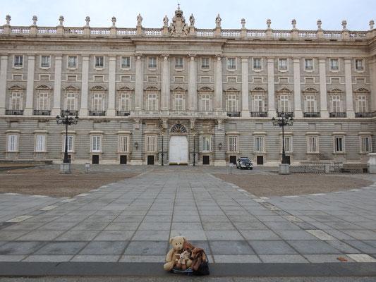 wir, Kasimir - Cäsar - Fredi und Kerl - vor dem Palacio Real, Madrid