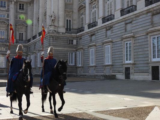 Pferderundgang vorm Palacio Real, Madrid
