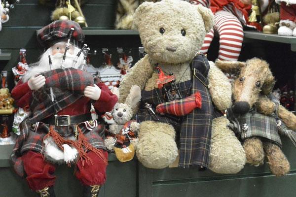 Kasimir, Cäsar und Fredi treffen den schottischen Weihnachtsmann im Nutcracker, Edinburgh, Schottland