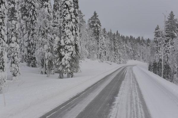 Straßenverhältnisse in Lappland