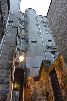 Kasimir, Cäsar und Fredi trauen sich in die dunklen Gassen Edinburghs, Schottland