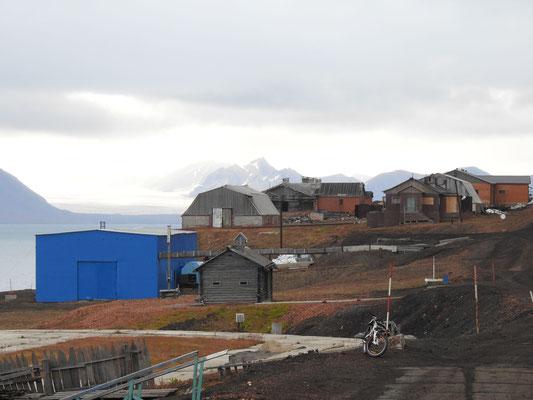 Blick auf die Wohnhäuser Barentsburgs