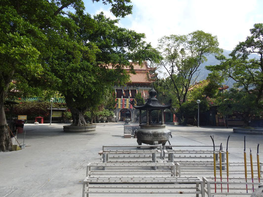 zum Tempel