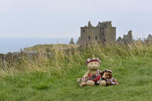 Kasimir, Cäsar und Fredi vor dem Dunnotar Castle, Schottland