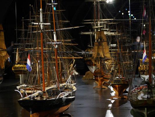 Wir (Kasimir, Cäsar und Fredi) im Rijkmuseum, Amsterdam - Schiffsmodelle