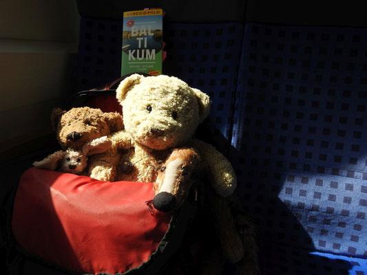 Wir, Kasimir - Cäsar - Fredi und Kerl, auf dem Weg zum Flughafen.