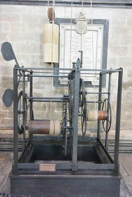 Wir - Kasimir, Cäsar, Fredi und Kerl - konnten die älteste mechanische Uhr (1386) der Welt in der Kathedrale von Salisbury bewundern. Hrm, wie man die allerdings liest haben wir nicht herausgefunden. Na ja, glücklicherweise brauchen wir keine Uhr.