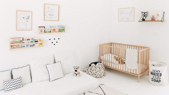 Décoration d'une chambre de bébé en noir et blanc