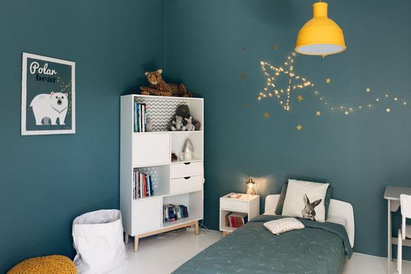 Décoration d'une chambre d'enfants bleue
