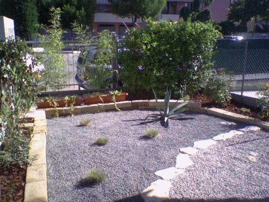 Soluzione di giardino con ghiaia