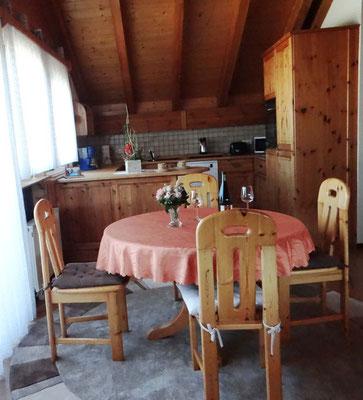 Eßzimmer mit Küche und Wohnzimmer