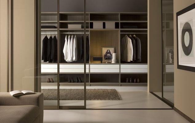 Begehbare Ankleide, Raumteiler, Schiebetüren, ohne Bodenschiene