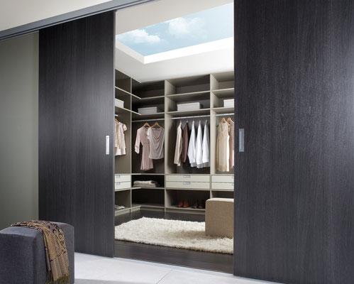 Begehbarer Kleiderschrank, Raumteiler, Schiebetüren