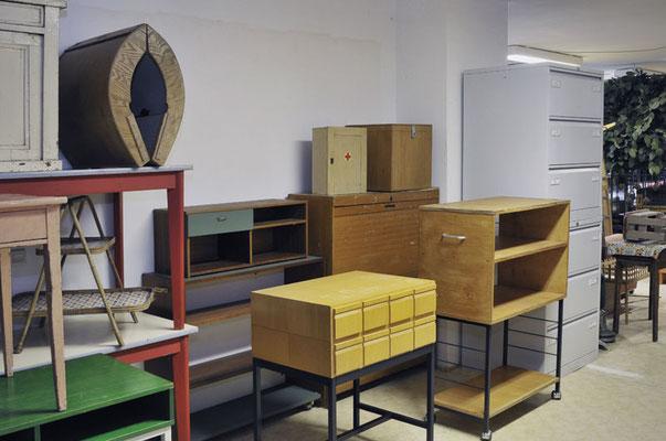 Büroschränke, Tische