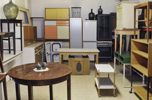 Küchenschränke, Tische, Kühlschränke, Elektroherde