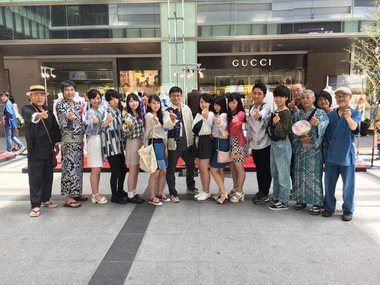 2018年 ふじのくにシャツファッションショー モデルの高校生の皆さんと機屋さん