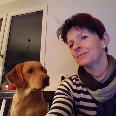 Greta hilft bei der Buchhaltung