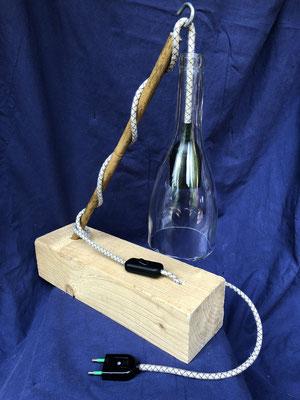 Schreibtischlampe aus Weinflaschen