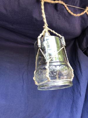Deckenlampe aus Weinflaschen