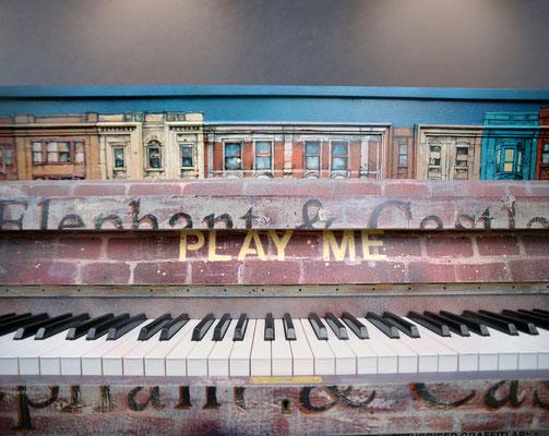 """<alt=""""piano custom streetart graffiti music piano customisé personnalisé peint décoré peinture artiste peintre london"""">"""