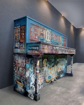"""<alt=""""piano custom streetart graffiti music piano customisé personnalisé peint décoré peinture artiste peintre art londonien"""">"""