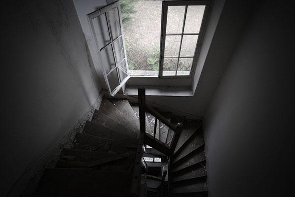 """<b>THE EMPTY HOUSE</b><br><br>Contactez l'artiste pour acheter <a href=""""http://www.graffmatt.com/contact/"""" onclick=""""window.open(this.href); return false;"""" ><b>cette œuvre</b></a>"""