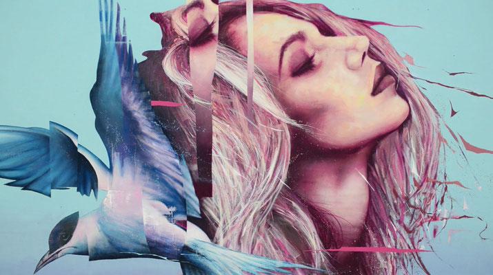 """<alt=""""artiste streetart graffmatt saint brieuc festival just do paint fresque murale géante france visite art peinture portrait femme oiseau"""">"""