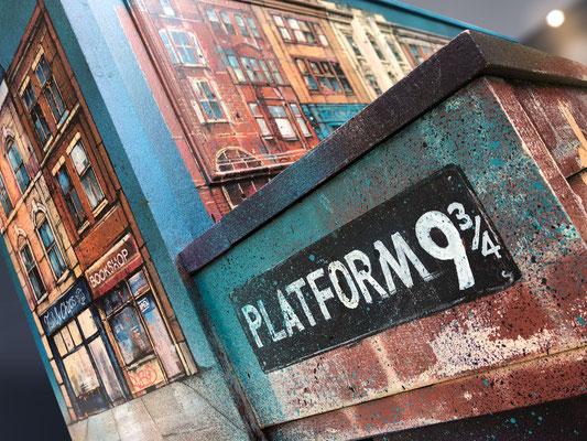 """<alt=""""piano custom streetart graffiti music piano customisé personnalisé peint décoré peinture artiste peintre harry potter plateform 9 3/4 quai 9 3 4 illustration painting"""">"""