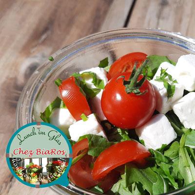 Mediterraner Salat mit Vinaigrette und Feta