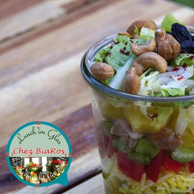 Curry-Reis-Salat mit Fleisch aus der Hähnchenkeule