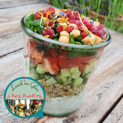 Bulgur Salat mit Tomatensugo