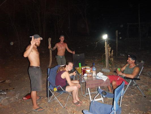 Erneutes Grillfest mit anderen Reisenden