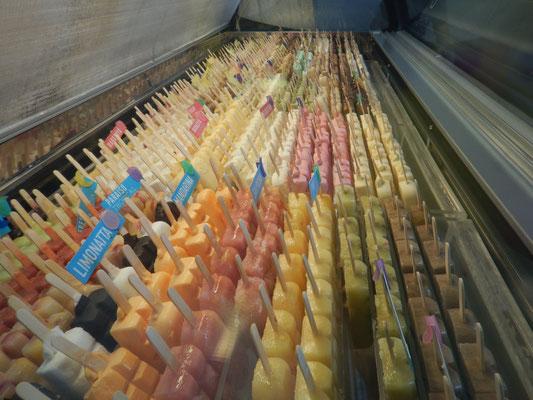 Helado-Glace in allen Farben und Geschmachsrichtungen